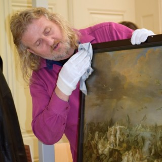Paintings from Kroměříž casle receive special climatic frames